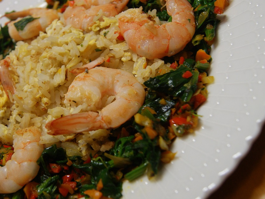 Ryż po tajsku z jajkiem i warzywami