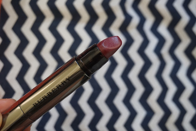 rouge_favoris_red_lipsticks_revue_avis_swatches_burberry_full_kisses_oxblood