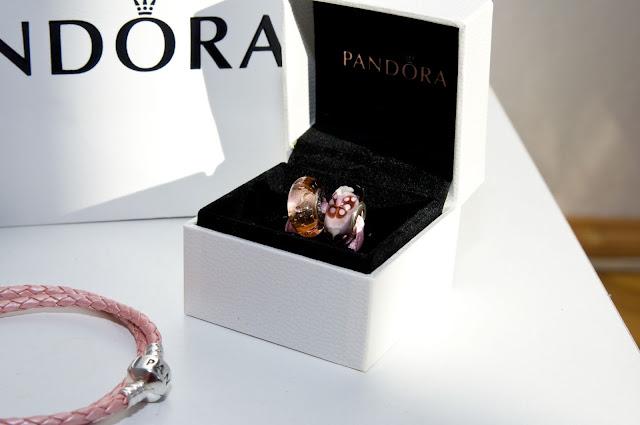 Pandora murano różowy koralik i zatopione w nim kropelki