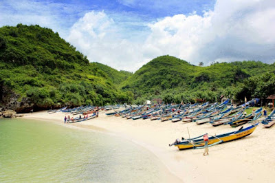wisata pantai ngrenehan gunungkidul yogyakarta