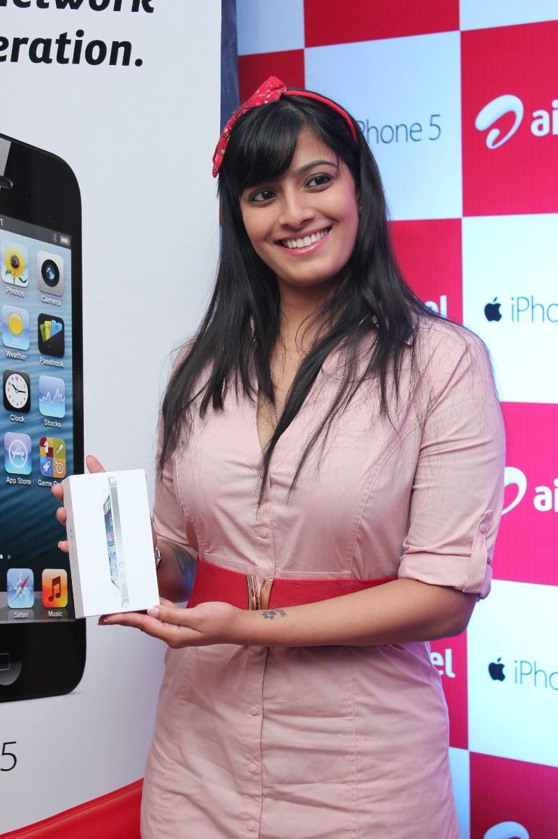 gorgeous varalakshmi at i phone 5 launch stills photos