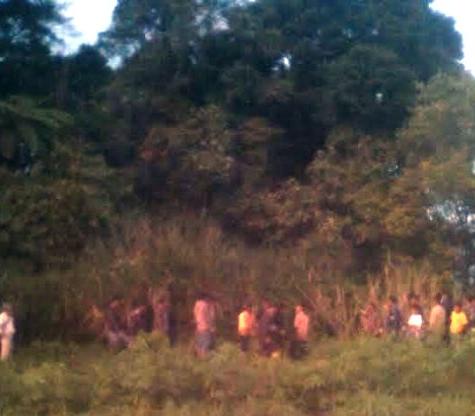 Warga dibantu pihak Kecamatan Dolok Sanggul, Basarnas dan Polsek setempat saat akan melanjutkan proses pencarian.