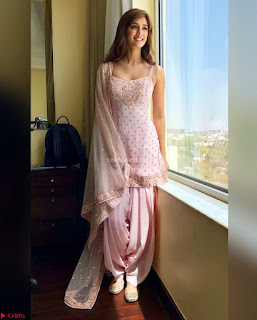 Fabulous Disha Patani Stunning Fashion Wardrobe promotes Baaghi 2 Full Instagram Set ~  Exclusive Gallery 034.jpg