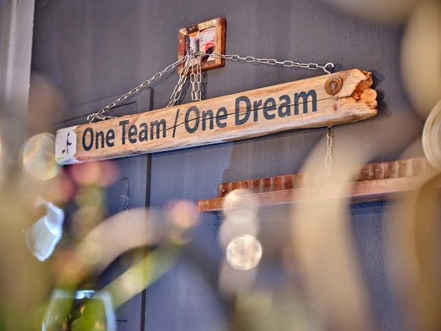 One Team one dream, Tagungsraum KARO im 4Eck Restaurant Garmisch-Partenkirchen für Events, Geburtstage, Hochzeiten, Seminare, Schulungen, kreativer ArbeitsRaum Original 4Eck, Fotos Marc Gilsdorf