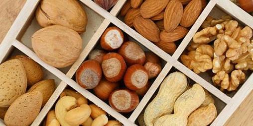 Salah satu alasan utama seseorang untuk diet ialah mengurangi timbunan lemak di perut Makanan Pengusir Lemak Perut
