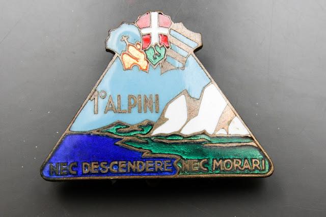 1 primo reggimento alpini nec descendere nec morari distintivo ww2 italian badge
