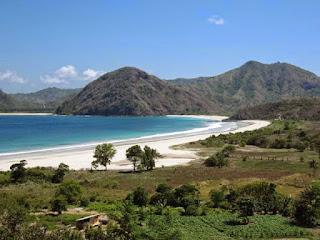Pantai Selong Belanak Lombok, Wisata Bahari Eksotis yang Masih Asri