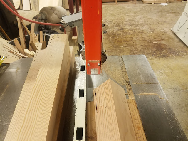V-shaped jigs allow the tapered-square leg to rest on its diagonal