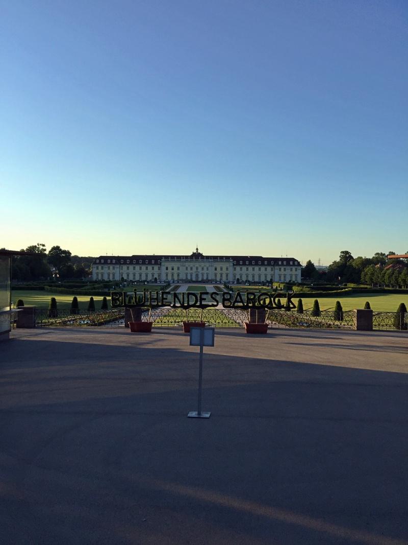 Barockschloss Ludwigsburg im Dämmerlicht