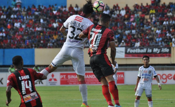 Kalah dari Persipura, Pelatih Bali United Keluhkan Cuaca Panas