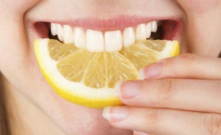12 Cara Memutihkan Gigi Kuning Secara Alami Artikelsiana