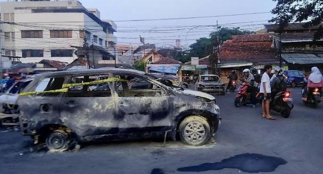 Ternyata Masa Bayaran Demo 22 Mei Selain Bakar Mobil Juga Menjarah Uang dan Barang Pedagang