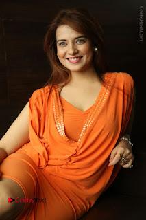 Actress Saloni Aswani Pos in Short Dress at Meelo Evaru Koteeswarudu Movie Interview  0168.JPG