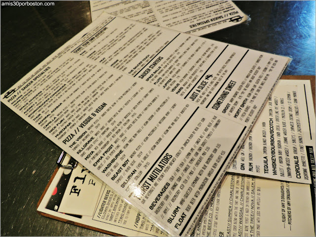 Ruta Gastronómica por Salem: Menú en Flying Saucer Pizza
