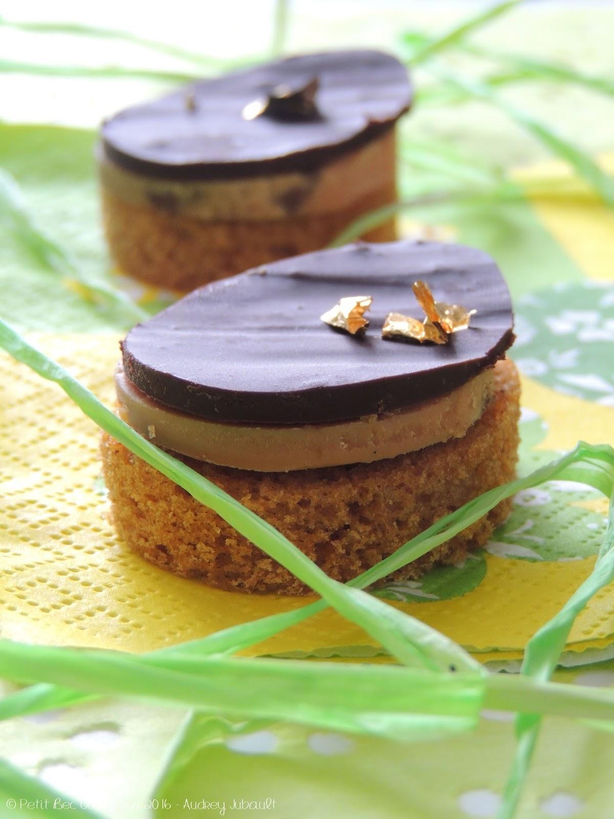 Canap s de foie gras au chocolat sur lit de pain d 39 pices for Canape foie gras