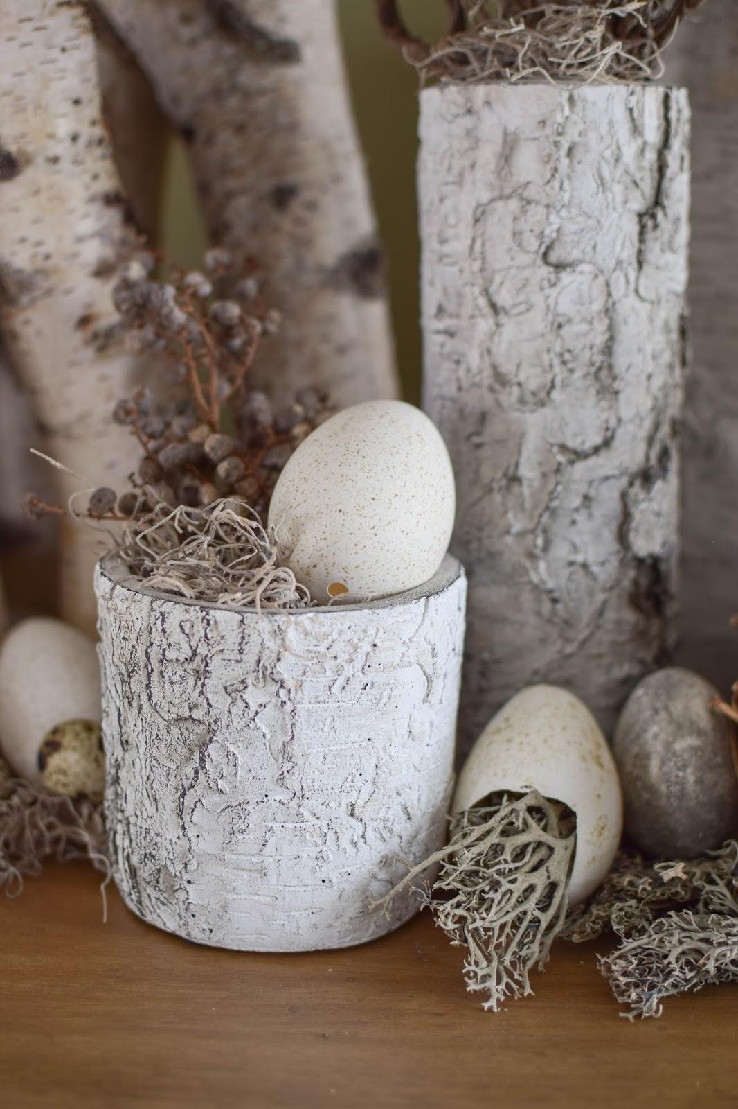 DIY Osterdeko Deko mit Eier Feder Moos selbermachen selbst gemacht: eine natürliche Deko Dekoidee