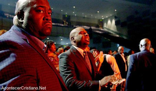 Guardias de seguridad en iglesia por aumento de violencia
