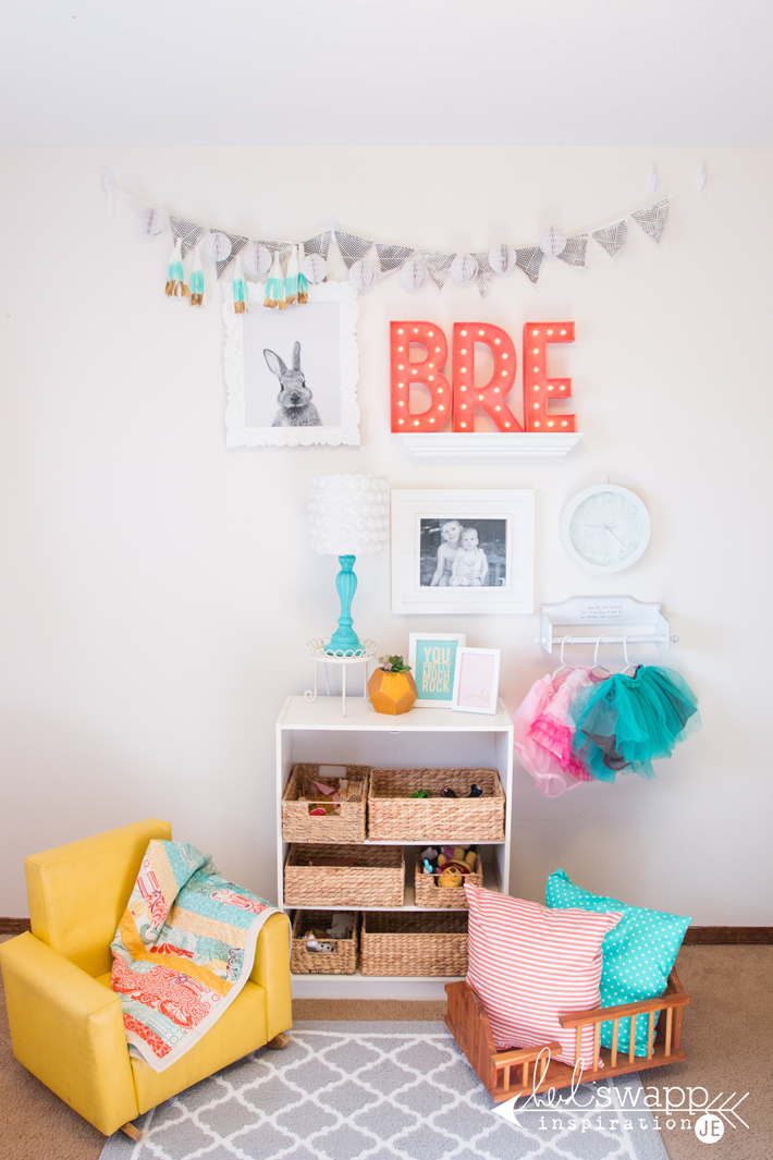 DIY Toddler room makeover perfect for appartments and rental homes. Using gallery wall @heidiswapp by @creatoften