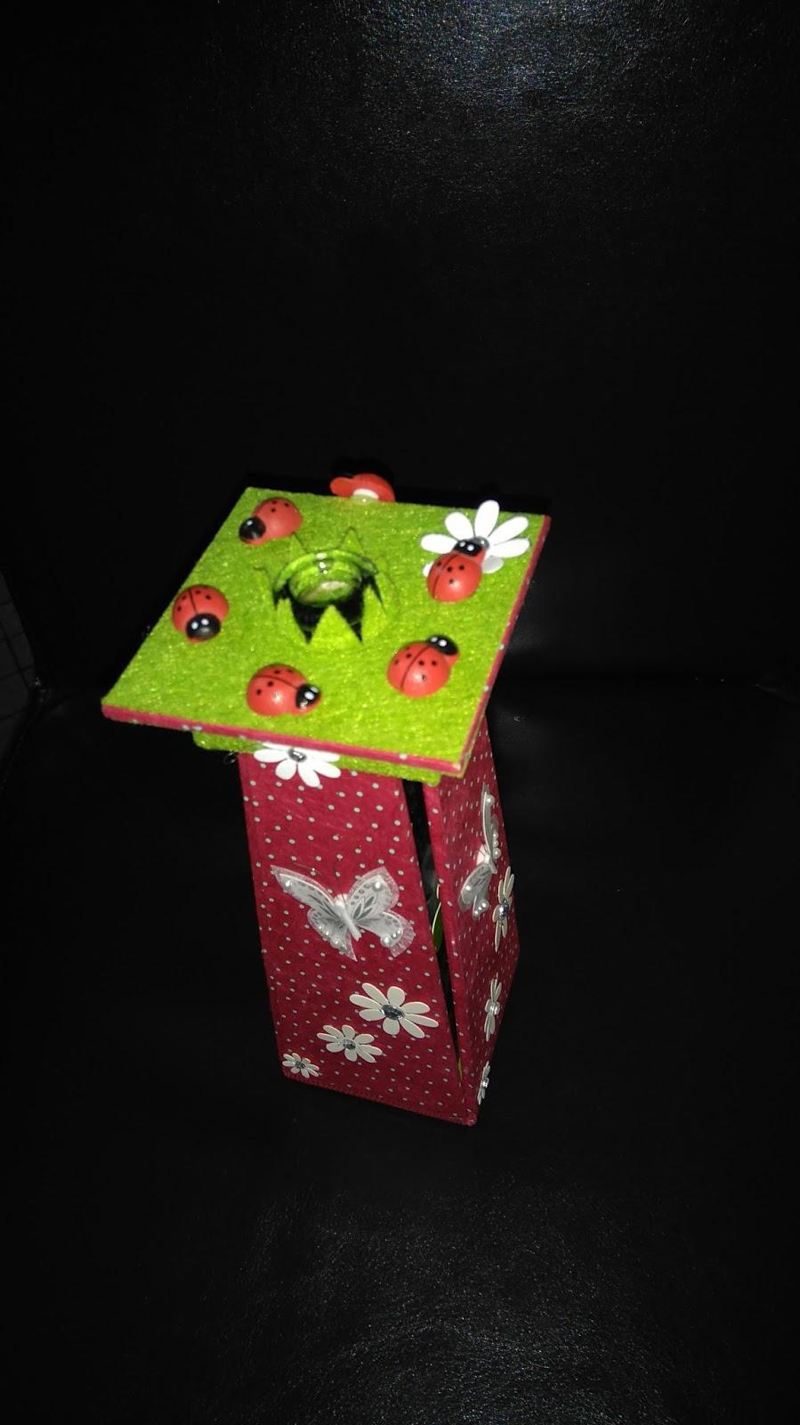 cr ativ 39 mains cartonnage en folie petit cadeau pour ma grand m re. Black Bedroom Furniture Sets. Home Design Ideas