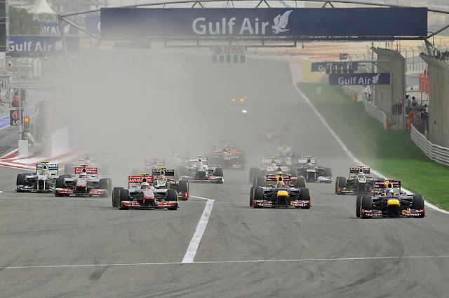 Gambar Mobil Balap F1 Saat Melakukan Start