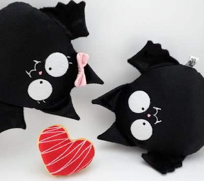 Guyuminos vampiros negros de peluche, pareja con corazón