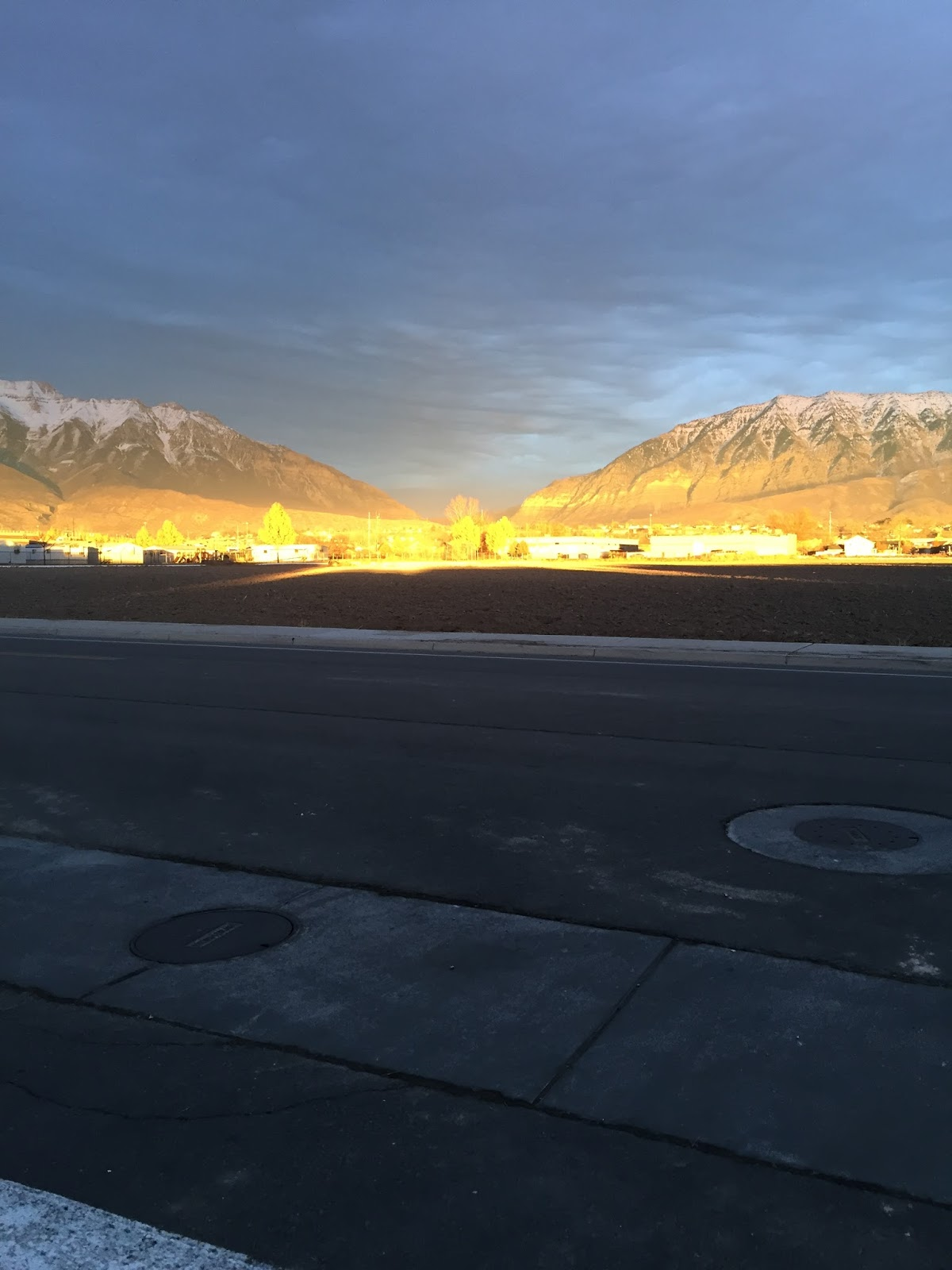 running in utah with a beautiful sunset