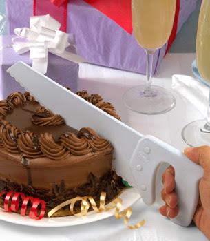 Serrote para cortar las rebanadas el pastel o la torta.