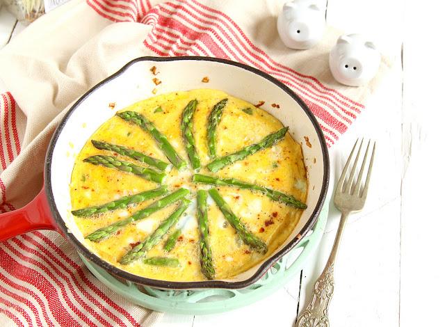frittata ze szparagami, śniadanie, pomysł na śniadanie, co zrobićze szparagów, pomysł na szparagi, pomysł na śniadanie ze szparagami, jak zrobićfrittatę,