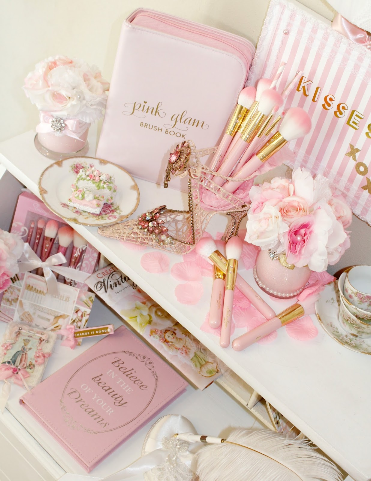 Olivia\'s Romantic Home: Pink Glam Beauty brush book