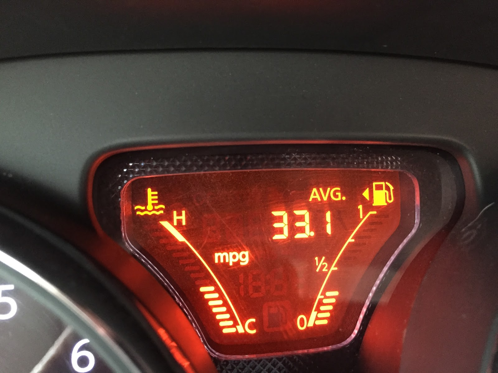 mileage report 10982 miles on 2014 nissan versa sv with 33 1 avg mpg. Black Bedroom Furniture Sets. Home Design Ideas