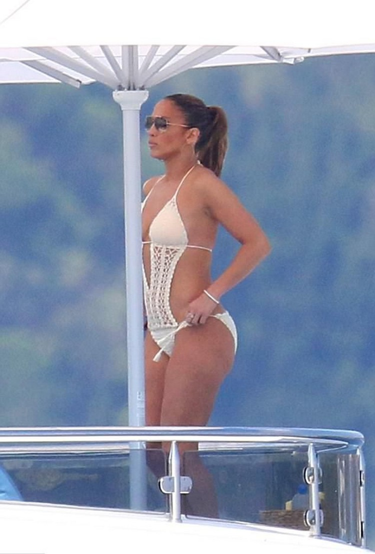 Celebrity in bikini - Jennifer Lopez