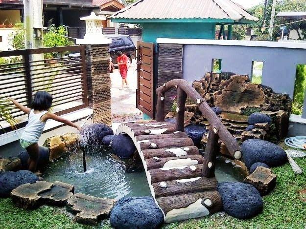 Taman Minimalis Dengan Kolam Ikan di Depan Rumah