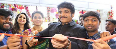 nagarjuna-cuts-ribbon-to-launch-South-India-Shopping-Mall