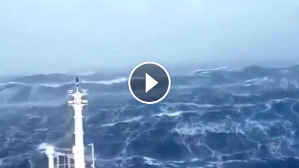 KALAU TAKUT JANGAN BUKA !!! Kapal Laut Ini Cuba Menyeberangi Segitiga Bermuda! Namun Apa Yang Dirakamkan Di Kawasan Tersebut Amat Mengejutkan! Lihat apa Yang Dirakamkan