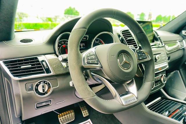 Tay lái Mercedes AMG GLS 63 4MATIC kiểu AMG 3 chấu mạnh mẽ bọc da Nappa/DINAMICA