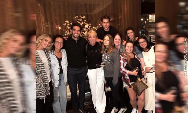 """Jogador Kaká publica foto ao lado de Xuxa: """"Amo e admiro essas loiras"""""""