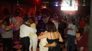 gente bailando salon tipico latino heredia