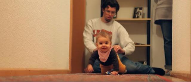 Ζευγάρι υιοθετεί νεογέννητο παιδί αλλά μόλις ο πατέρας κοιτάει προσεκτικά την φυσική του μητέρα, καταλαβαίνει πως την έχει ξαναδεί