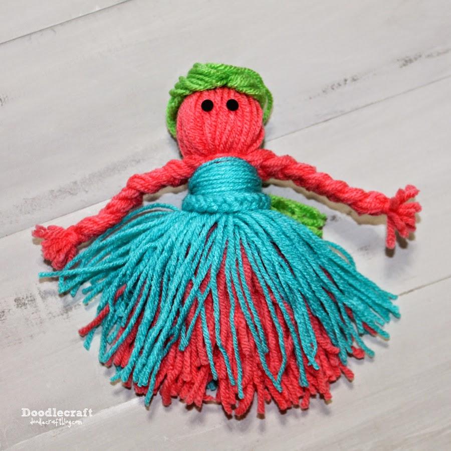 Knitting Queen Wool Needles Yarn Crafts Keyring Bag Charm Gift Tag Wrap Keepsake