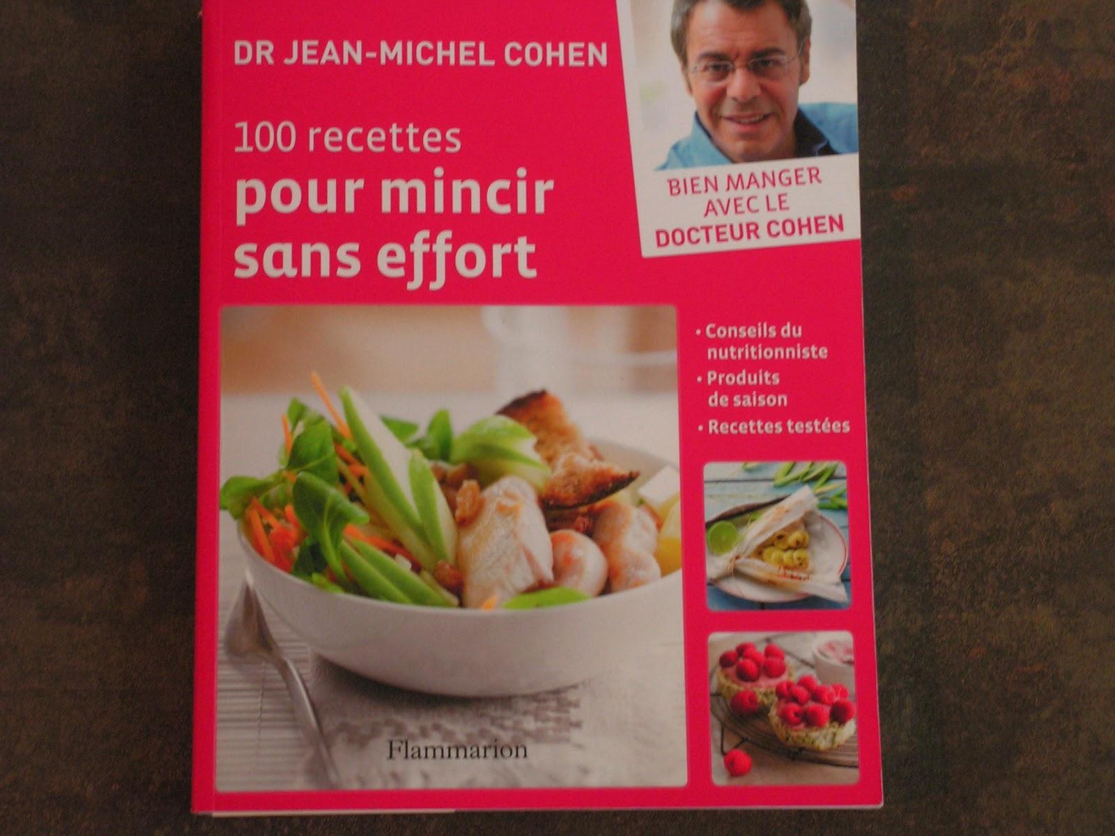 """J'ai trouvé sur le livre """"100 recettes pour mincir sans effort éditions  Flammarion"""" page 97, une recette de saison: Mousse aux fraises gelée à la  menthe, ..."""