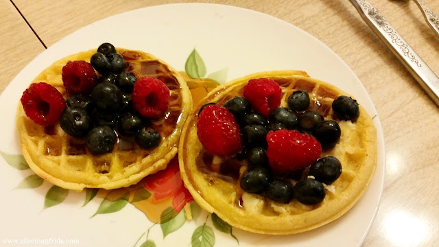 berries, waffles, Eggo, healthy, breakfast