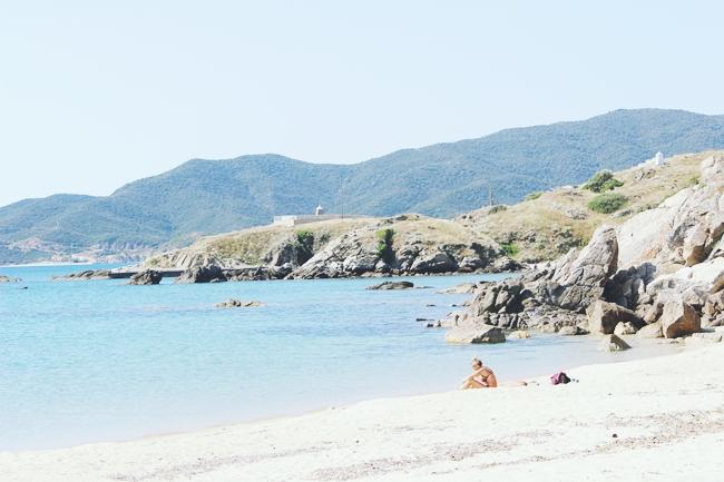 Sitonija plaze sa mirnom vodom
