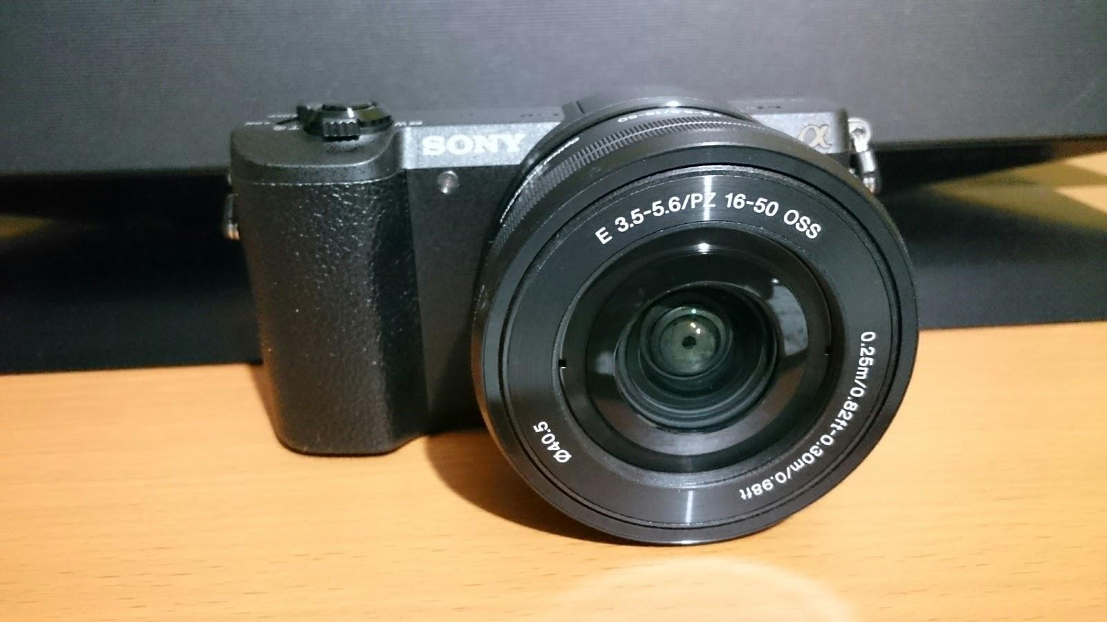 ソニーのミラーレス一眼カメラと標準ズームレンズ:α5100とSELP1650