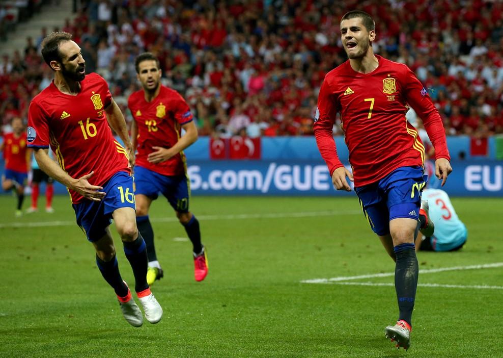 Espanha domina e já está nos oitavos  Morata bisou 8f4384231ec59