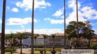 praça em frente à Igreja São Francisco de Assis