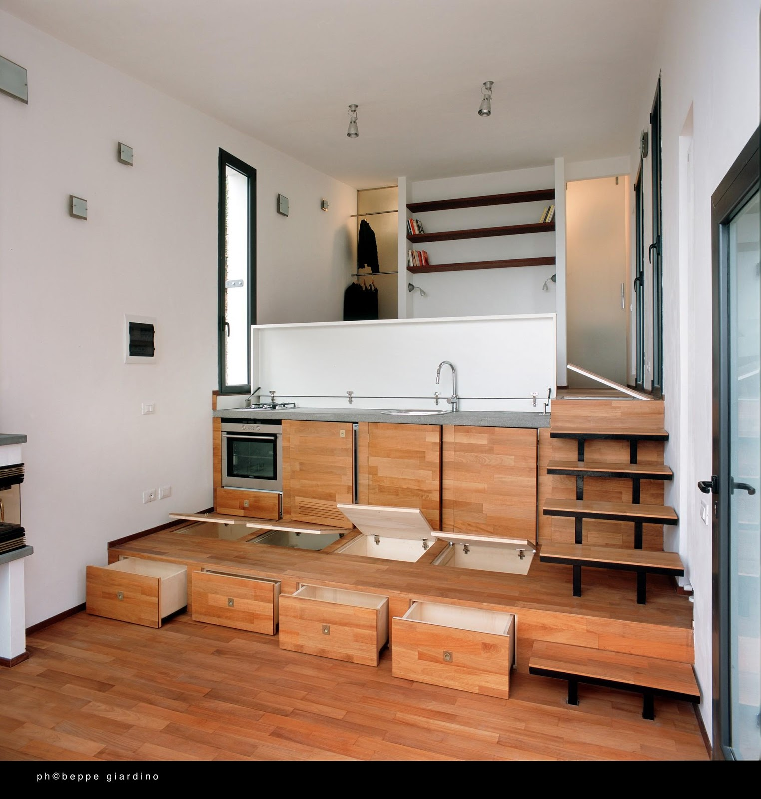10 Small House Interior Design Solutions: TINY HOUSE TOWN: Tiny Italian Villa