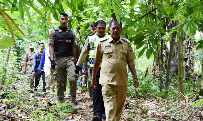 Cari Warga yang Hilang, Bupati Soppeng dan Kapolres Sisir Hutan Solie