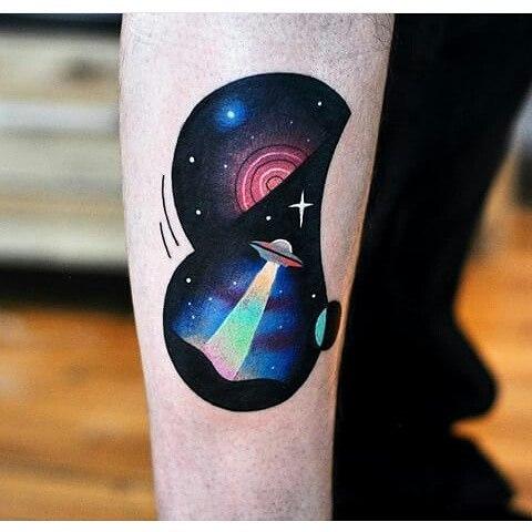 tatuaje del espacio original con el doblamiento de dimensiones