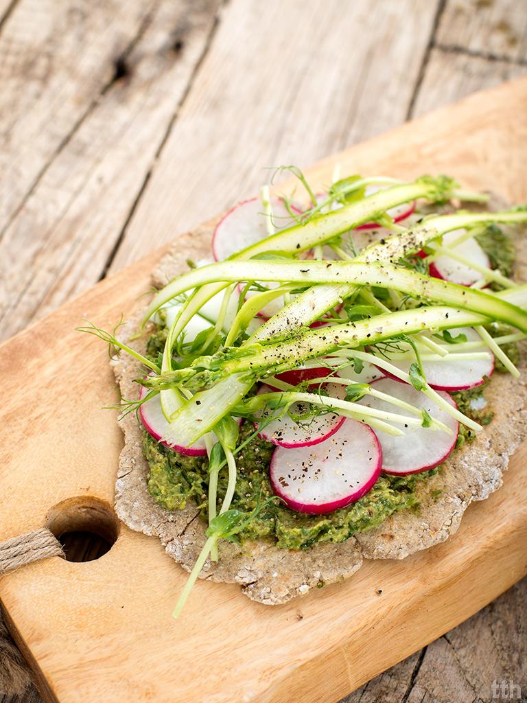 Podpłomyki z pesto cebulowo-pietruszkowym wegańskie, bezglutenowe roślinna kuchnia
