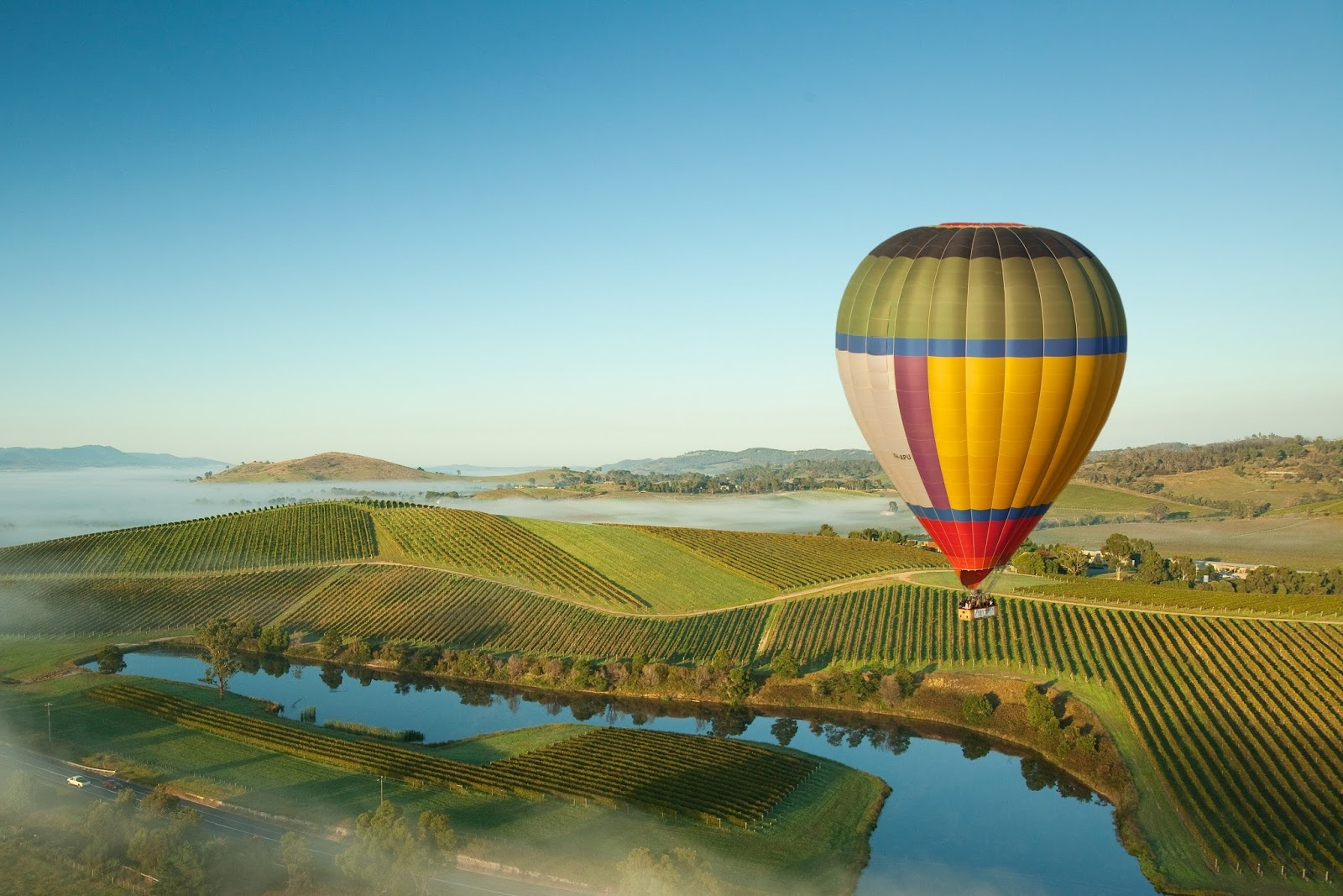 hot air ballooning in the yarra valley